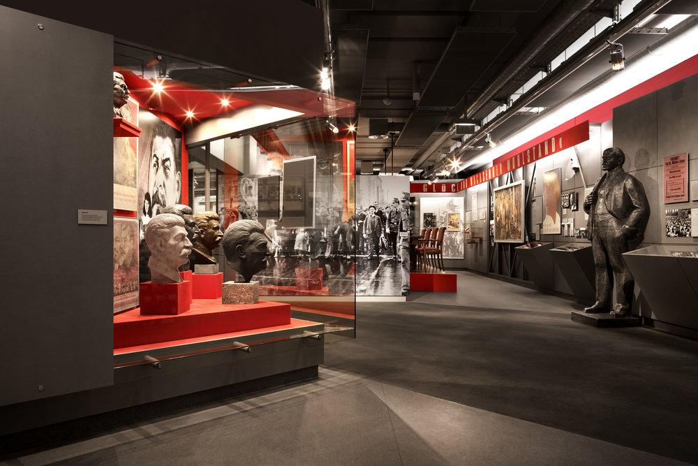 zeitgeschichtliches-forum-leipzig_museum-exhibition-design_coordination-berlin_01.jpg