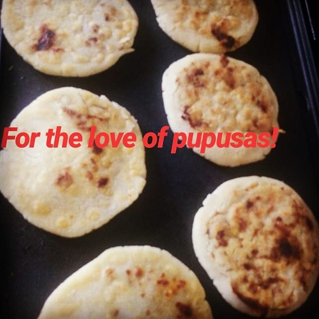 My mom says pupusas are like her sugar to her coffee, her dulce de panela to nuégados, her puro to her limpia, her yerba buena to her salpicón, her salsa perry to her coctel de mariscos... #elsalvador🇸🇻 #elsalvador #elpulgarcito #pupusas #pupusasmatter