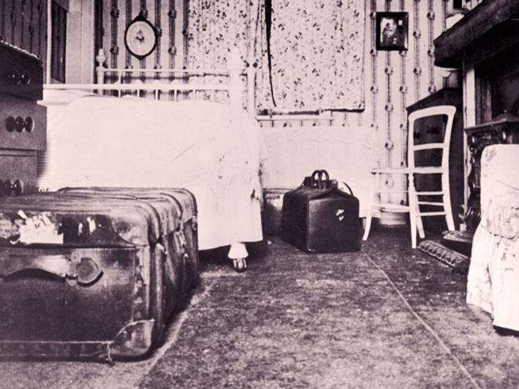The trunk on the left is THE trunk that Kaye was stuffed into. This is Mancini's apartment.
