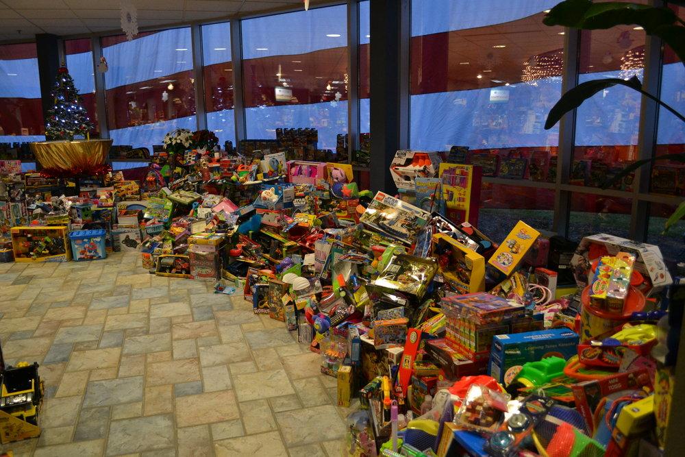 Kapco Metal Stamping - Kids 2 Kids Christmas Toy Drive -  (20).JPG