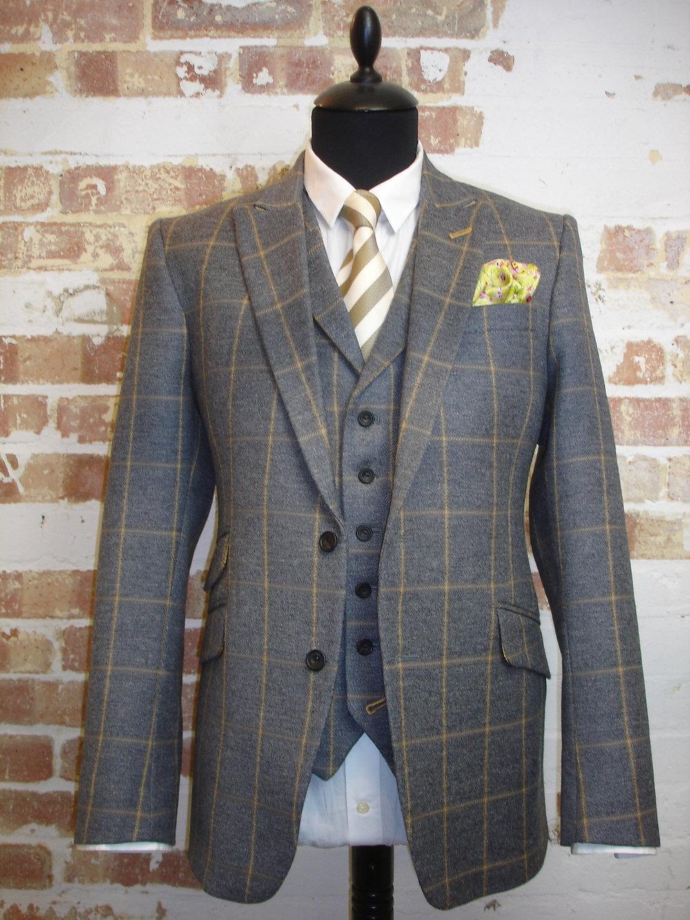 Glenhunt Grey Check 3 Piece Tweed Suit (5).JPG