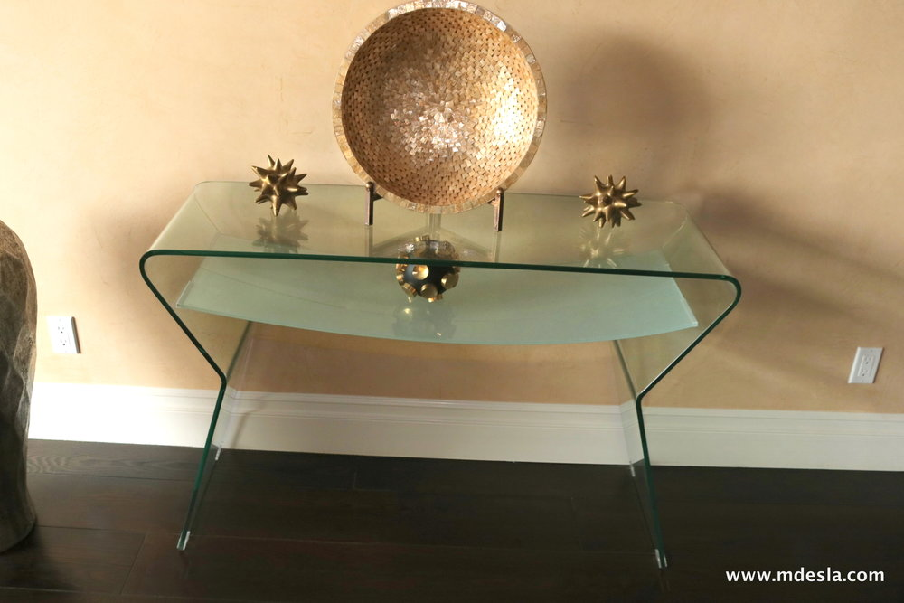 GLASS SIDETABLE WITH DECO.JPG