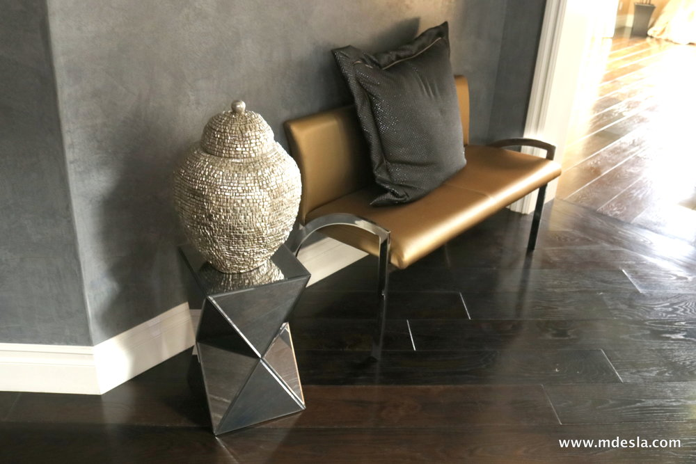 gold bench and deco.JPG