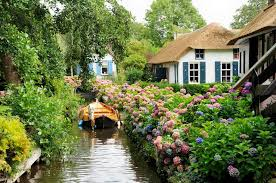 Giethoorn, Netherlandsa town with no streets -