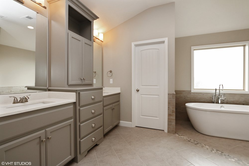 15_211SWRooseveltRidge_13_MasterBathroom_HiRes.jpg