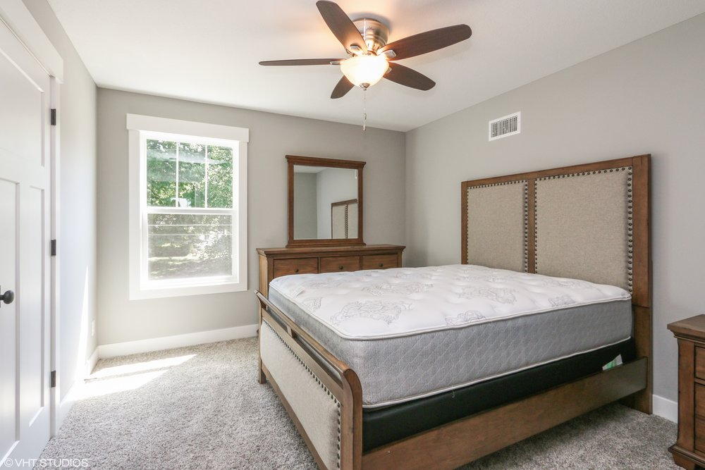17_207SE4thSt_18_Bedroom_HiRes.jpg