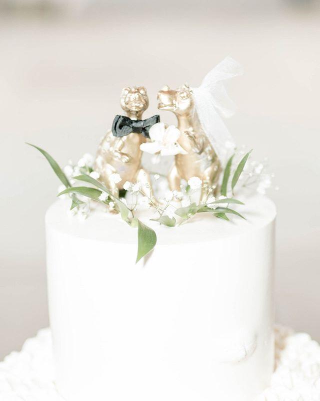 Cake Details // Love when couples get creative with their cake toppers!⠀⠀⠀⠀⠀⠀⠀⠀⠀ . ⠀⠀⠀⠀⠀⠀⠀⠀⠀ . ⠀⠀⠀⠀⠀⠀⠀⠀⠀ . ⠀⠀⠀⠀⠀⠀⠀⠀⠀ . ⠀⠀⠀⠀⠀⠀⠀⠀⠀ . ⠀⠀⠀⠀⠀⠀⠀⠀⠀ . ⠀⠀⠀⠀⠀⠀⠀⠀⠀ #weddingcake ⠀⠀⠀⠀⠀⠀⠀⠀⠀ #weddingcakes ⠀⠀⠀⠀⠀⠀⠀⠀⠀ #caketopper ⠀⠀⠀⠀⠀⠀⠀⠀⠀ #weddingcaketopper ⠀⠀⠀⠀⠀⠀⠀⠀⠀ #instawedding ⠀⠀⠀⠀⠀⠀⠀⠀⠀ #weddinginspo ⠀⠀⠀⠀⠀⠀⠀⠀⠀ #sdweddingplanner ⠀⠀⠀⠀⠀⠀⠀⠀⠀ #jewishweddingplanner