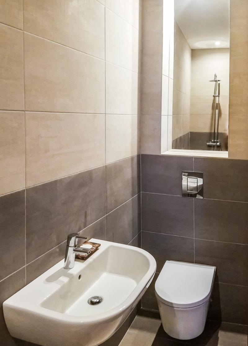 FARMHOUSE | Shared Bathroom