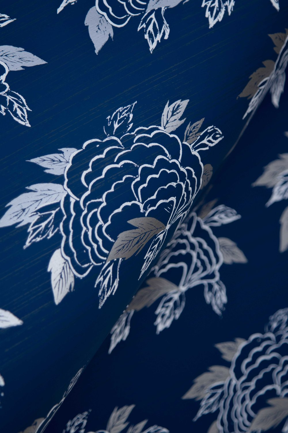 Krane Home_SL130-02 Chrysanthemum Navy Wallpaper-4.jpeg