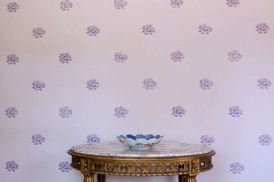 Peonies Wallpaper in Lilac, Photo by Benjamin Hoffman
