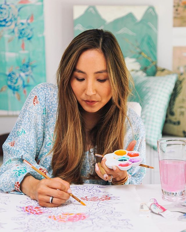 Woke up feeling super motivated to paint today. Maybe it's growing into my own more every day, maybe it's my babies inspiring me, maybe it's just Monday. 💪🏻 Thanks for this shot @amydickerson_photographs featured in @luxemagazine #luxemagazine #artist #inthestudio #entrepreneur #creative #painting #design