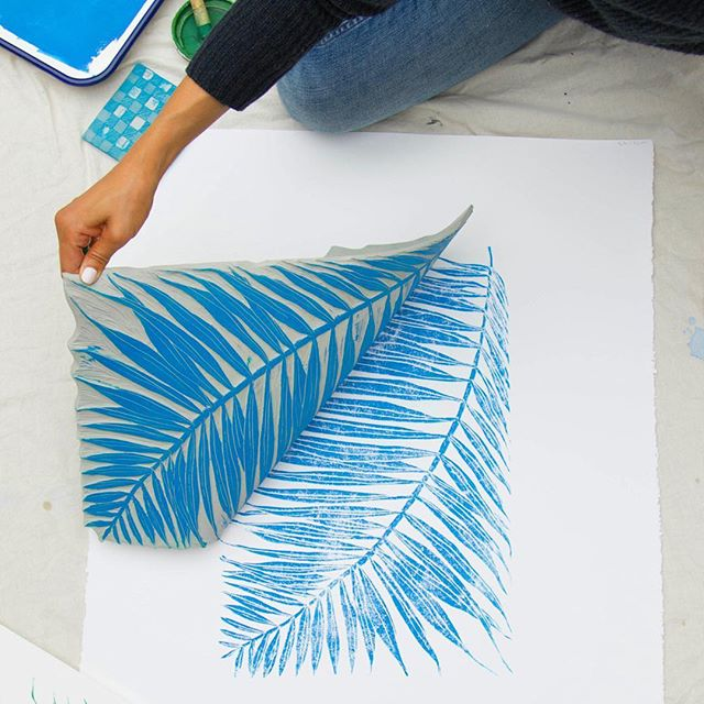 One of the original block prints I carved for a painting and for our Gingham Jungle pattern. I love sharing my art process with you! Check out my stories highlight Art Process to see more. 💙 #art #artist #artprocess #inthestudio #blockprinting #jungalowstyle #palmfrond #palmprint