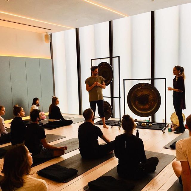 🤩Wow🤩 🤯Mind blown🤯 ⚡️Buzzing from head to toe⚡️ 😝Intense, in a good way😝 . . Thanks to all that joined us on sat and for your amazing feedback. It was dope to team up with @liverhappylife on sat for a special @bloklondon @recentre_london Breath and sound healing collaboration. The gong ga gong gong gongs 📀, bowls 🥣 and sound healing goodies create an #entrainment powerhouse when combined with breathpod breathing. The high vibrational sounds externally gets u vibing high, and the internal electricity created with the breath gets things really flying! Thanks all that joined us! Tomorrow we are at @theministry___ london for some #transformationalbreath and for those way out west london this Sunday we will be in Chalfont & Latimer for a special workshop at @melissascott_tbt  Tickets in bio or head to www.breathpod.me/events