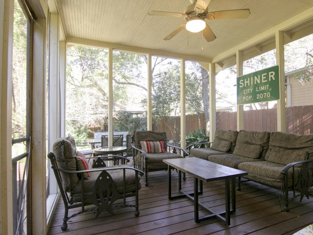 Charming patio seating at Keasbay Cottage, Austin, Texas