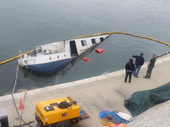 Arles boat.jpg