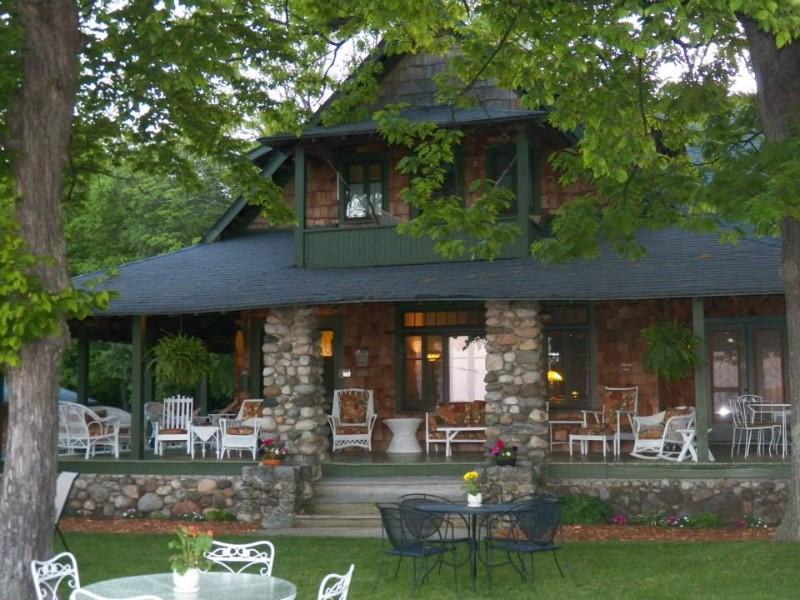 Whaleback Inn