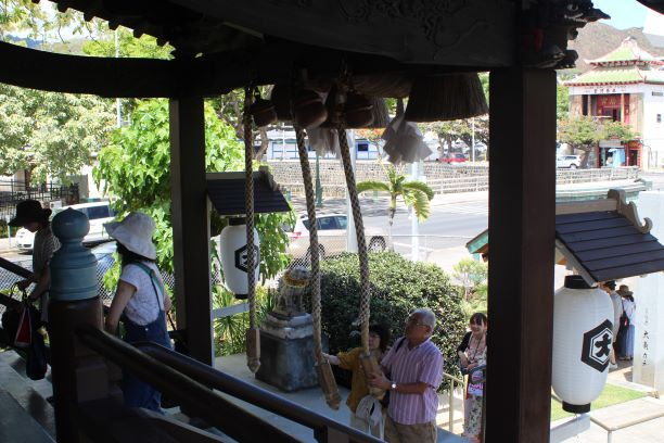 Guests ringing the bells at Izumo Taishakyo Mission of Hawaii
