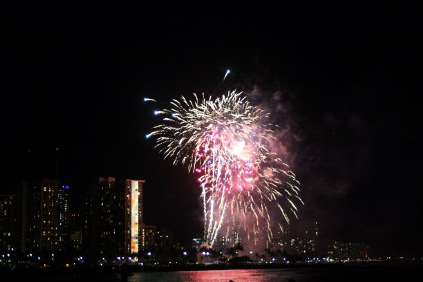Honolulu fireworks Ala Moana Beach Magic Island.JPG