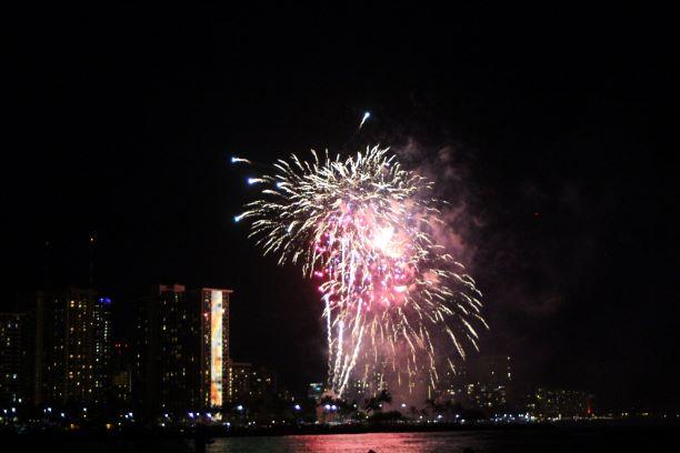 Honolulu fireworks Ala Moana Beach Magic Island.JPG