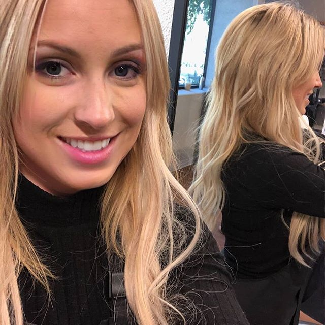 Swipe for the before***** * * How cute is my client's selfie? ♡♡ * * #portlandstylist #tualatinhair #hairextensions #behindthechair #btc #hairbrained #portlandsalon #nike #framar #licensedtocreate #modernsalon #oribepro #pdxhairstylist #fallhair #beaverton #tigard #hairpainters #lakeoswego #habithandtied #handtiedextensions #blonde #balayage  #newclientswelcome #hairextensionspdx #extensionspecialist #bridgeportmall #handtiedwefts #beadedrows #habithandtiedextensions #dreamhair