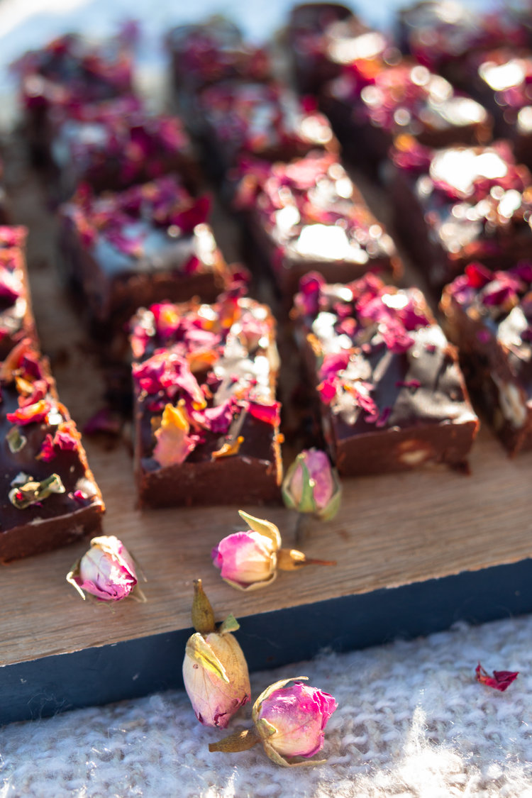 ROSE PETALS - THE SCIENTIFIC REASON YOU DESERVE A BOUQUET FROM YOUR BELOVED