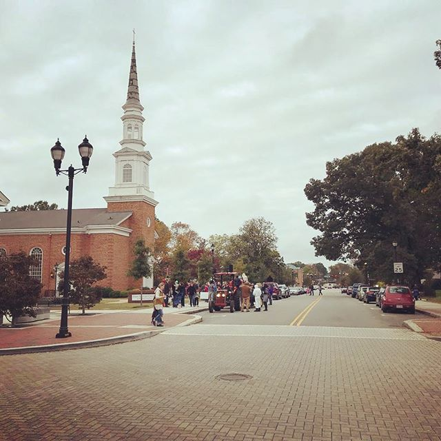 It's another beautiful day in Cary! 🤩 Did anyone spot that wagon in the picture? It was taken at the Fall for Cary festival.. But such a beautiful representation of our downtown! Enjoy your Wednesday! 🙌😁 . . . #weheartcary #cary #carync #townofcary #downtowncary #apex #durham #raleigh #raleighdurham #rdu #smalltown #local #southerncharm #southernliving #nc #northcarolina #smalltownliving