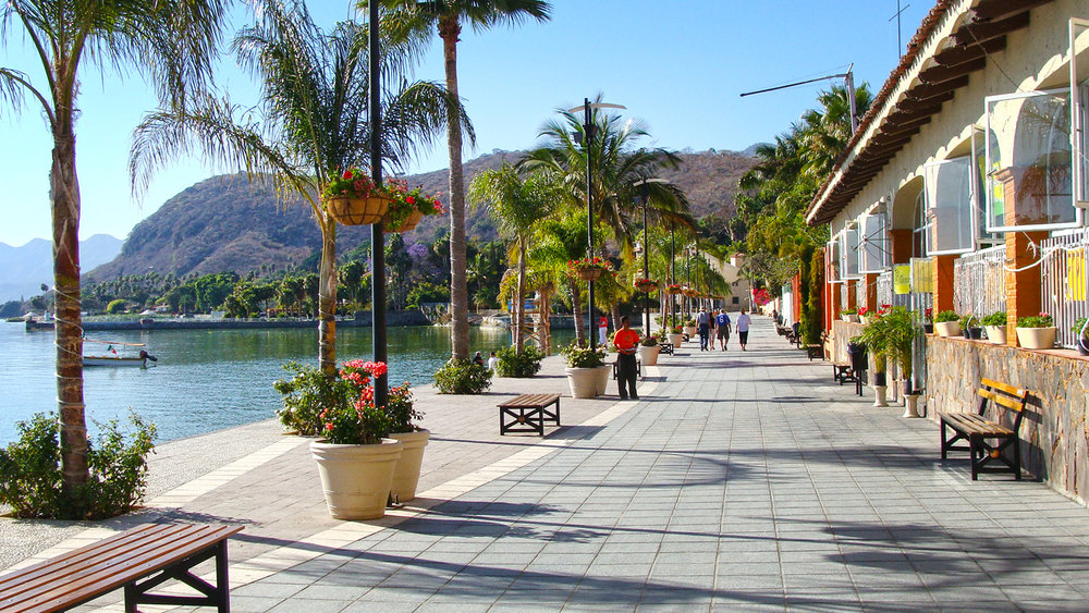 Chapala's boardwalk draws visitors from all over the region
