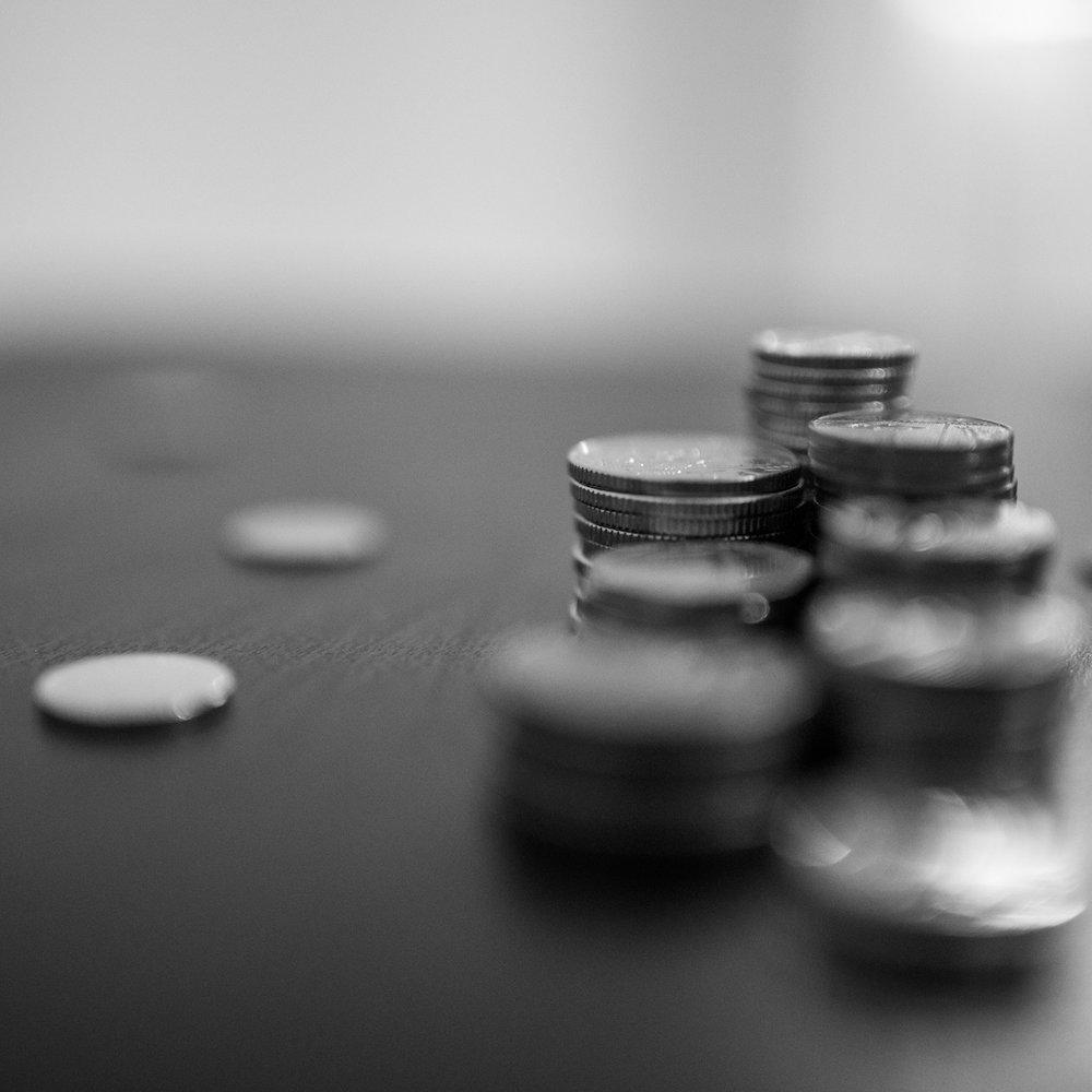 Faktor Geld - Als Kunde haben Sie die Wahl zwischen einer Gruppe von unabhängigen Spezialisten, für deren Kompensation Sie ein Honorar multipliziert mit der Anzahl der Beteiligten leisten müssen oder einem Network, für dessen Potenzial Sie bezahlen, aber nicht für abgerufene Leistung.POPUP AGENCY arbeitet auf Basis von Cost-Plus. Transparent, fair und nur für tatsächlich erbrachte Leistungen.