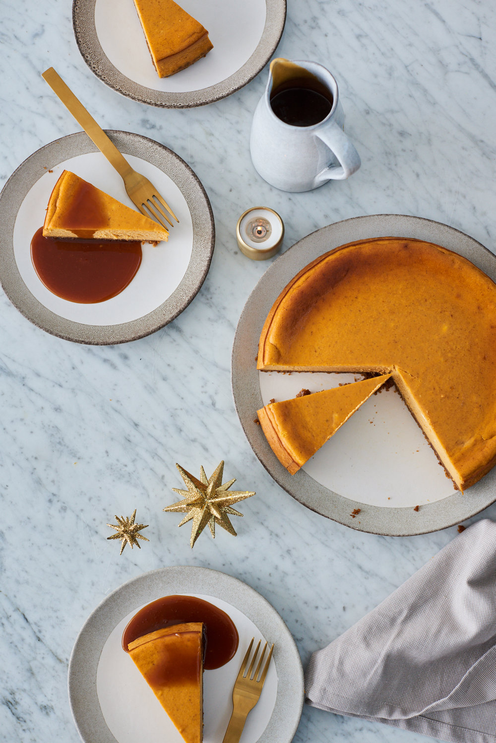 Gingerbread cheesecake with spiced nutmeg caramel