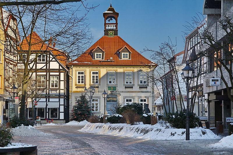 800px-Rathaus_Bad_Münder_rIMG_4853.jpg