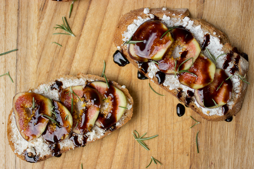 Fig-Crostini-with-Alomd-Cheese-and-Balsamic-Glaze-9-of-9.jpg