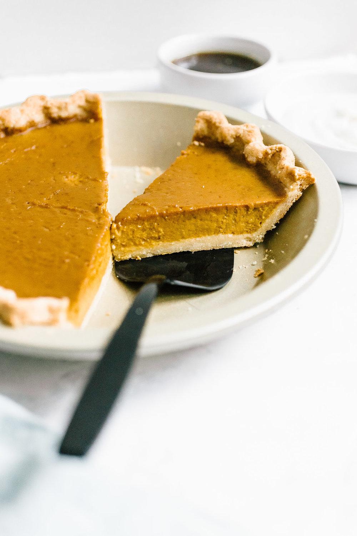 Healthy pumpkin pie with almond flour crust
