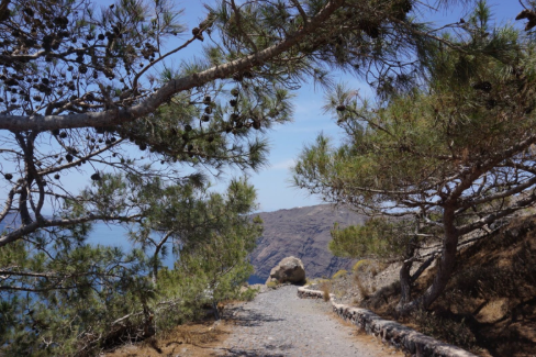hike from fira to oia