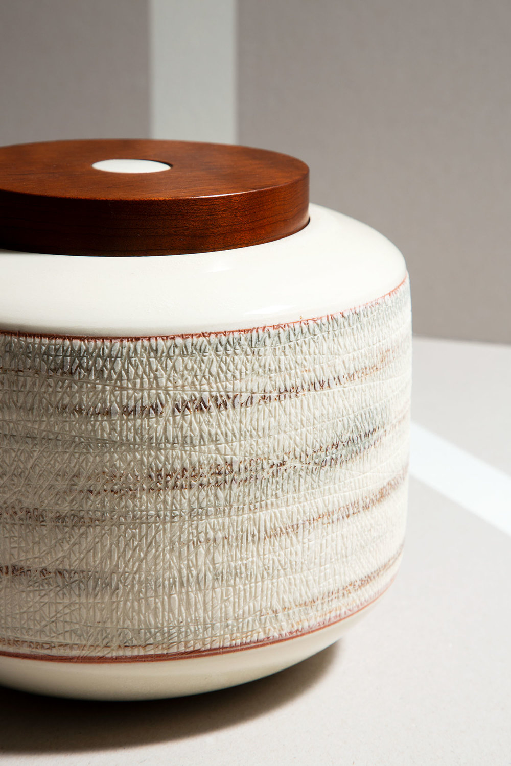 Porcelain box with wooden lid by Elizabeth Fonseca