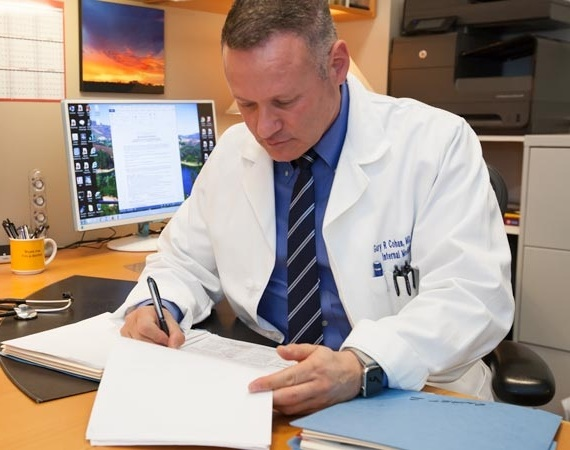 Head Physician - Dr. Gary Cohan, M.D., F.A.C.P.Southern California Super Doctor 2012-2019LA Magazine's Top Internal Medical Doctor 2018Hollywood Reporter's Best Primary Care Doctor 2014 & 2015https://doctorcohan.com/
