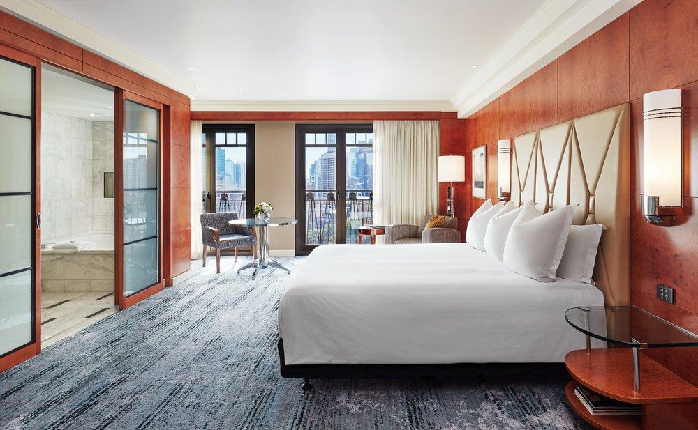 MELPH_P426_One_King_Guestroom.jpg