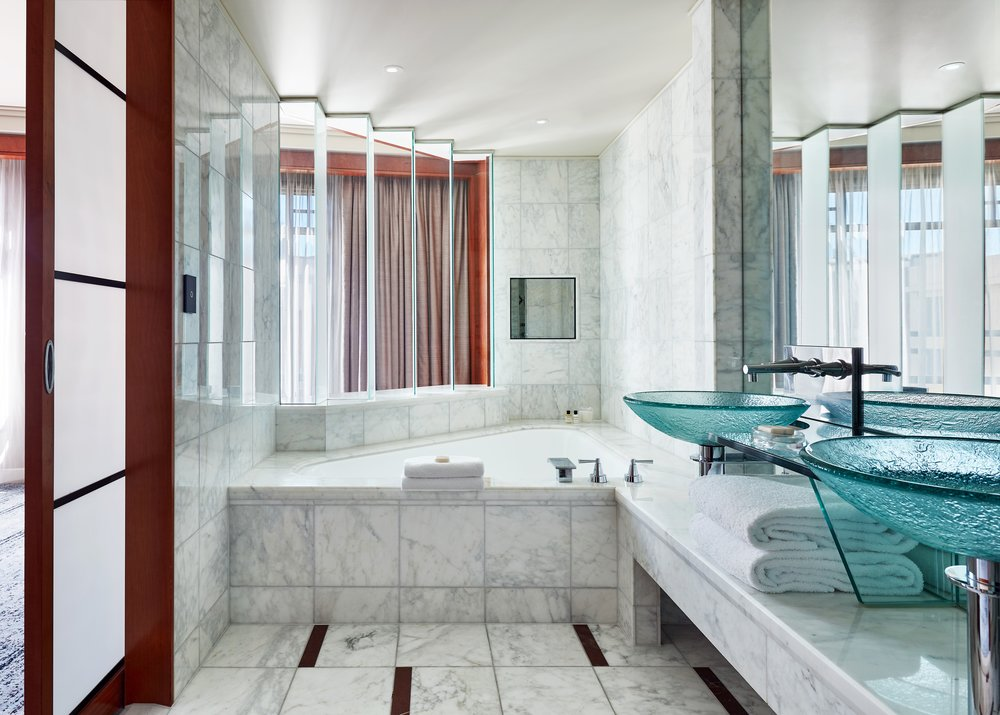 MELPH_P425_One_King_Bed_Bathroom.jpg