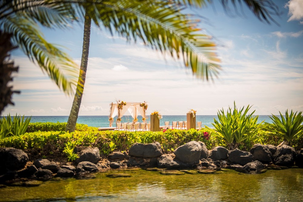 Honeymoon in Hawaii at Grand Hyatt Kauai - outdoor wedding