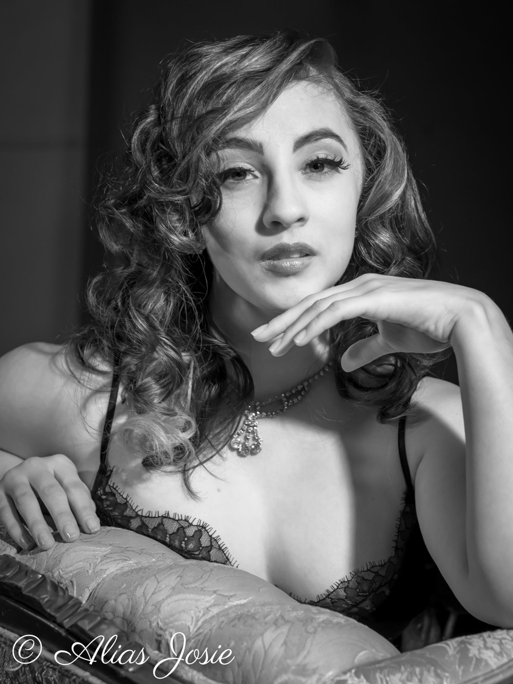 MOVIE STAR  - Wardrobe and Concept ConsultationHair and MakeupPosing Coach2 Looks Videography + Photography10 Edited Still PhotosEdited Boudoir Video (aprox 45 sec)$2495
