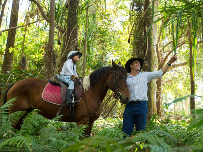 骑⻢体验 - 骑⻢为适合全家大小一同参与拥抱大自然的活动,全程皆有教练讲解与陪同进行。价格:澳币$120起