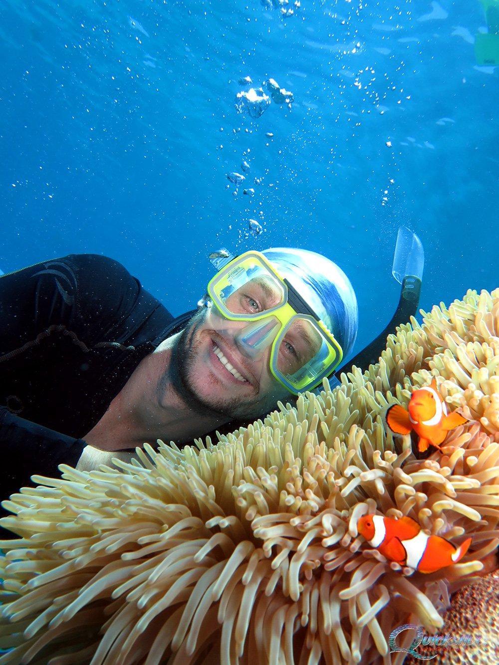 outer-barrier-reef-pontoon-platform-marinlife-nemo-male-snorkeler.jpg