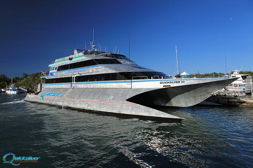 great-barrier-reef-QS-boat-01.jpg