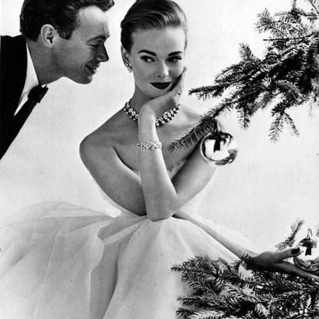 Ooooh I do love some vintage Christmas Vogue! This one from 1955 is perfection. Always gets me in the Christmas mood! . Ok so tomorrow is our last day to get all your orders out by express post! The most wonderful folks at @auspost will be working hard and making deliveries all weekend in the lead up to Christmas Day so all online orders need to be finalised tonight. . Guys are you still hunting for something for your lovely partner/wife/sister/friend? Or maybe haven't even started the hunt yet 😬😬 If they are a Mum to little ones this is a no brainer! Jump online to order your Laybrook bag with the code XMAS18 for FREE express post ✅ . #vintagechristmas #christmasshopping #giftformum #giftformom #australianstartup #ladystartup #shoponline #mumlife #aussiemum #children #babies #newmum #babyshower #prambag #pram