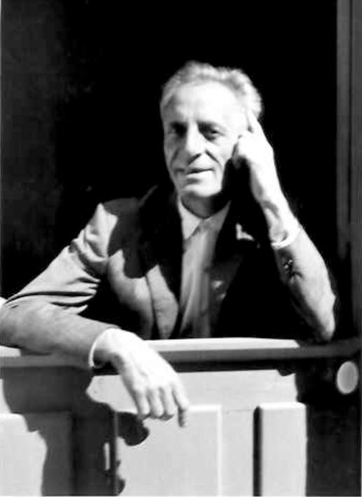 """Par la suite, je rencontre Mr Toleron, mon professeur de piano et mentor musical, personnage à qui je serais éternellement reconnaissant pour m'avoir inculqué la passion de la musique en acceptant de me faire découvrir """"In the Moon"""" à la fin de mes cours de piano après Czerny, Rameau, Chopin, etc."""
