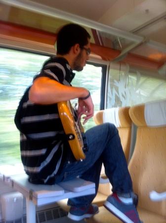 Enfin Anatole mon garçon, excellent bassiste (les chiens font pas des chats, n'est ce pas Tony?)