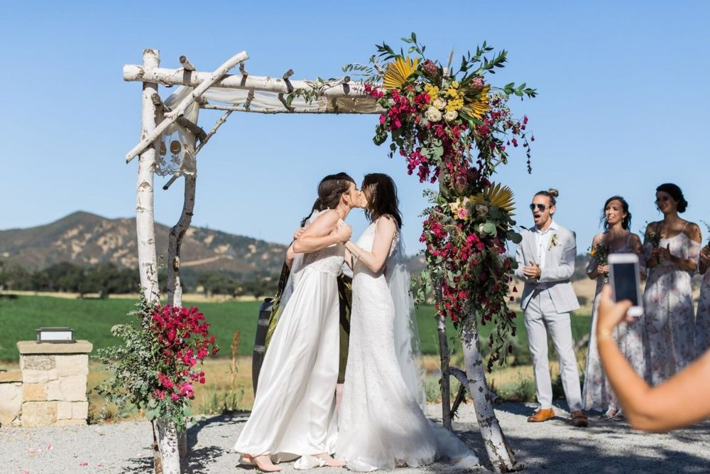 17-Central-Coast-House-of-Design-–-Yvonne-Baughman-–-Paso-Robles-LGBTQ-wedding-Central-Coast-LGBTQ-wedding-planner-Oyster-Ridge-Barn-Wedding-first-kiss-1080x720.jpg