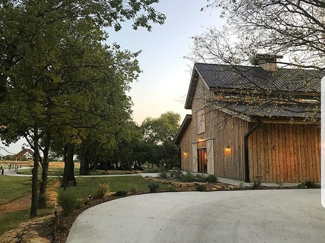 Hey Hey!  We are super excited to be working with a few gorgeous venues this month, first up is @chapelcreekranch for their bridal fair this Thursday Feb 8th.  Come say hi and enter for a chance to win a photo booth rental for your next event! . #engaged #dfwweddings #chapelcreekranch #dfwweddingplanner #photobus