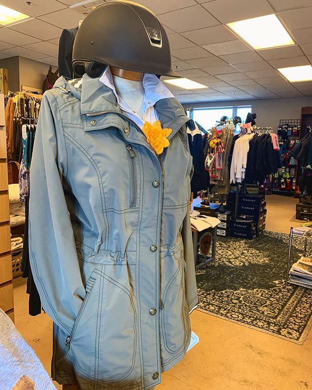 Our favorite jacket this season is hands down the Benja by @pikeur_eskadron - gorgeous and practical. Beautiful light olive green, cinches at the waist, waterproof with taped seams with a super cute striped inner hood. The perfect jacket for spring, in and out of the barn!