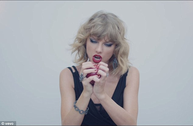 1415627147916_Image_galleryImage_Taylor_Swift_Blank_Space.jpg