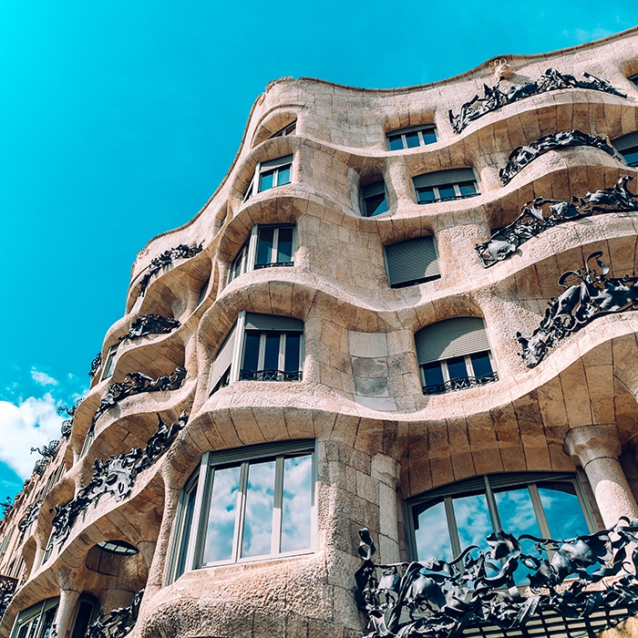 Gaudí Tour - Gaudí it is the most important architect that we had in Barcelona. He was the Frank Lloyd Wright from the 1900 and in the tour we will discover his amazing architecture.We will visit buildings such as:👉 The Sagrada Familia👉 Paseo de Gracia with Casa Batlló and Milà (La Pedrera)And we will visit also one of these two parks:👉 Citadelle Park (with the magnificent fountain built by Gaudí)👉The Güell Park.